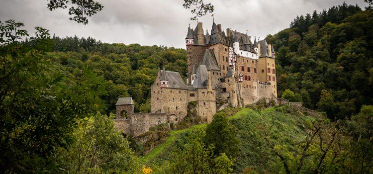Burg Eltz & Hängeseilbrücke Geierlay: Ein kurzer Instagram-Roadtrip