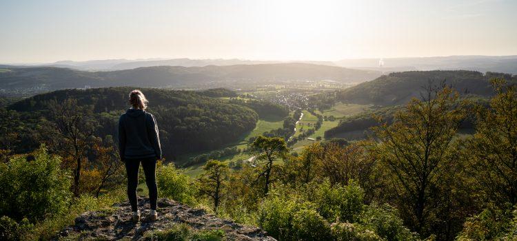 Küssaburg: Sonnenuntergang im Klettgau